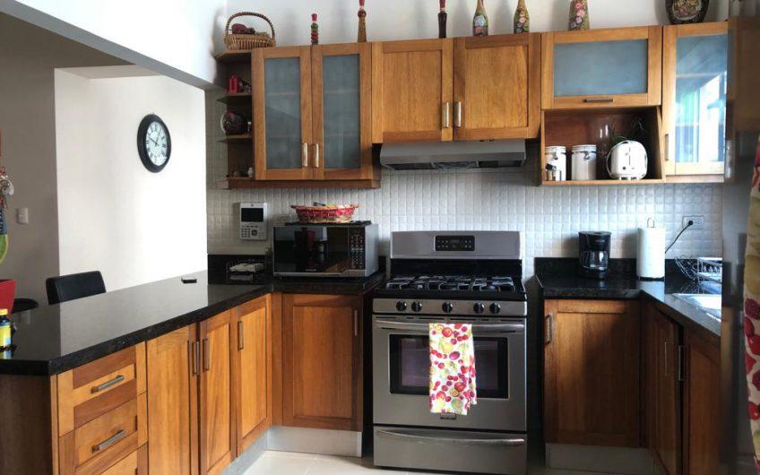 Vendo Amplio y Ventilado Apartamento en Paraíso con excelentes áreas sociales en Torre Moderna y 4 ascensores.