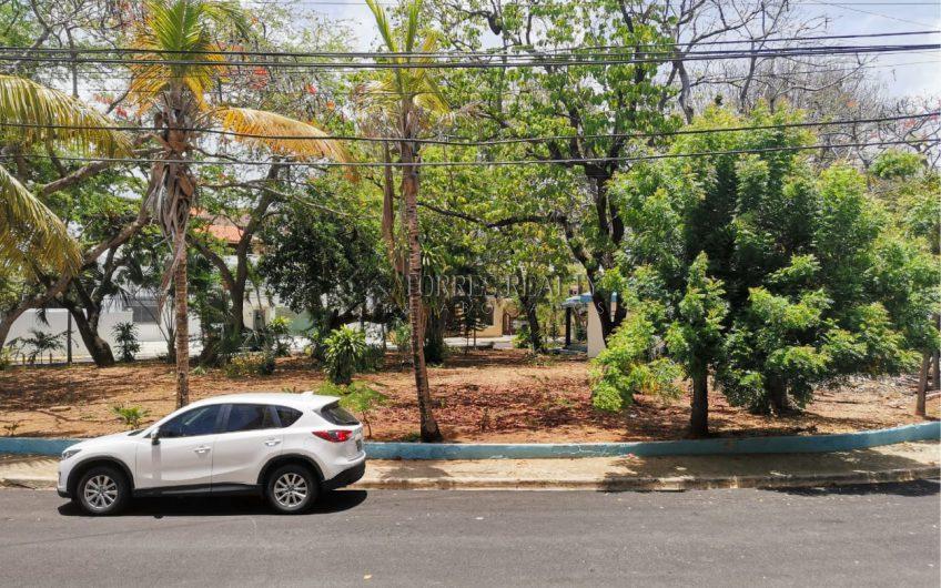 De oportunidad, apartamento con excelente ubicación con vista al parque  en  Los Restauradores